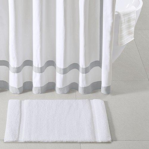 Madison Park Signature Stria Solid Tufted Microfiber Soft Absorbent Non Slip Quick Dry Bath Mat Bathroom Rugs 24x40 White 0