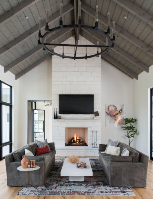 Modern Hill Country Farmhouse by Jennifer Garner Interiors