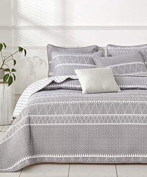 Joyreap 3 Pieces Quilt Set FullQueen Smooth Soft Microfiber Quilt Triangle Stripes On Gray Design Bedspread Bed Cover For All Season 1 Quilt And 2 Pillow Shams 92x90 Inches 0 300x360
