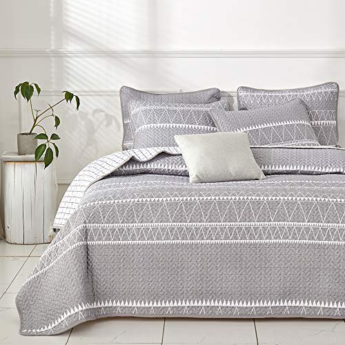 Joyreap 3 Pieces Quilt Set FullQueen Smooth Soft Microfiber Quilt Triangle Stripes On Gray Design Bedspread Bed Cover For All Season 1 Quilt And 2 Pillow Shams 92x90 Inches 0