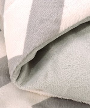 Exclusivo Mezcla Luxury Reversible Quilted Oversized Throw Blanket Soft Cozy And Large Chevron 60x70 0 2 300x360
