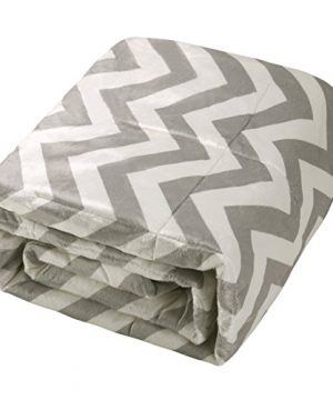 Exclusivo Mezcla Luxury Reversible Quilted Oversized Throw Blanket Soft Cozy And Large Chevron 60x70 0 4 300x360