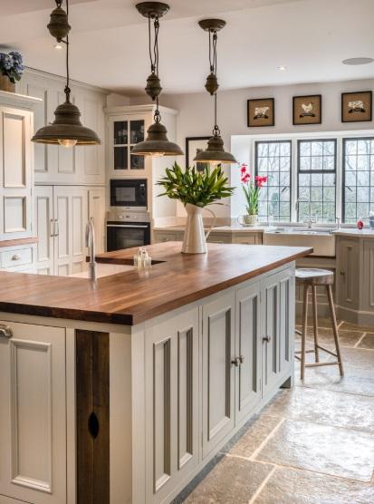 Open, airy kitchen in Rutland, UK by Hill Farm Furniture Ltd