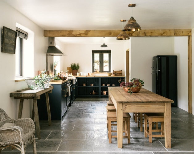The Leicestershire Kitchen in the Woods by deVOL by deVOL Kitchens