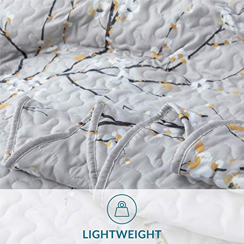Bedsure Quilt Set Grey Twin Size Plum Blossom 68x86 Inches Bedspread Lightweight Coverlet Quilt For Spring And Summer 1 Quilt And 1 Sham 0 3